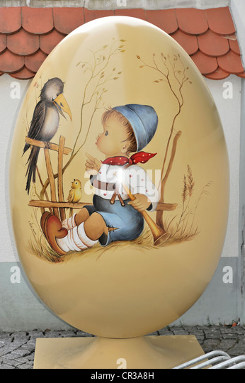 Painted egg at an entrance, about 140 cm high, Steinhausen, Baden-Wuerttemberg, Germany, Europe - Stock Image