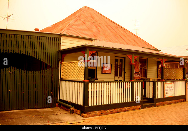 A Dust-storm in the historic Town of Ulmara in Northern NSW Australia colors the atmosphere a dull orange. - Stock-Bilder