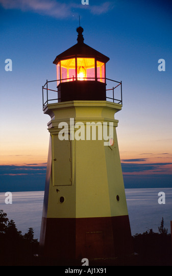 Ohio Lake Erie Lorain County Vermillion lighthouse dusk grounds of Inland Seas Maritime Museum - Stock Image