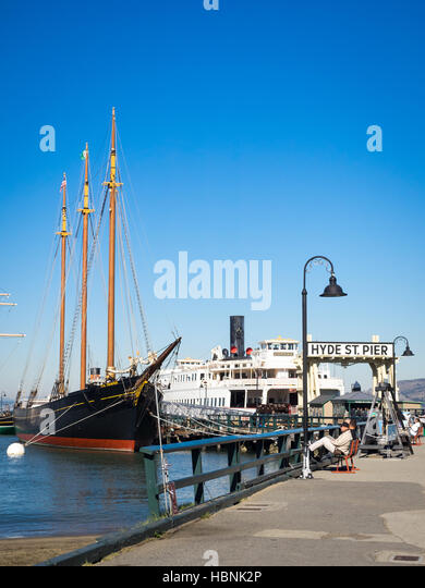 The C.A. Thayer, an 1895 lumber schooner on Hyde Street Pier in San Francisco Maritime National Historical Park - Stock Image