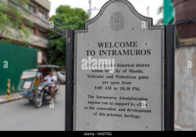 Welcome to Intramuros.  Sign welcoming visitors to Intramuros, a historical walled area of Manila in the Phiippines - Stock-Bilder