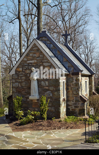 The rear exterior of the Corpus Christi Chapel and its statue of St. Elizabeth Ann Seton, Emmitsburg, Maryland. - Stock Image