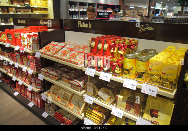 Germany Frankfurt am Main Airport FRA terminal gate area concourse shopping retail display for sale duty free chocolates - Stock Image