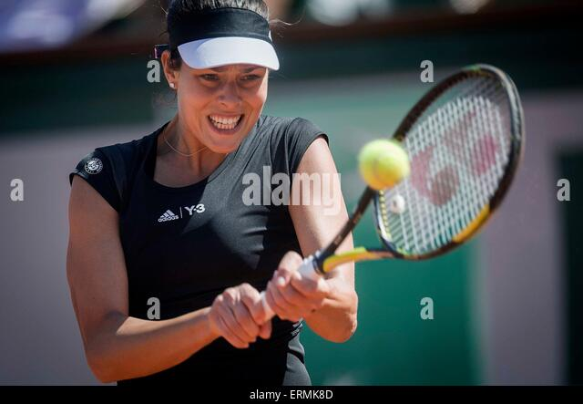 Paris. 4th June, 2015. Ana Ivanovic of Serbia returns the ball to Lucie Safarova of the Czech Republic during the - Stock-Bilder