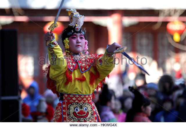 A folk artist performs during a temple fair at Daguanyuan park as the Chinese Lunar New Year, which welcomes the - Stock-Bilder