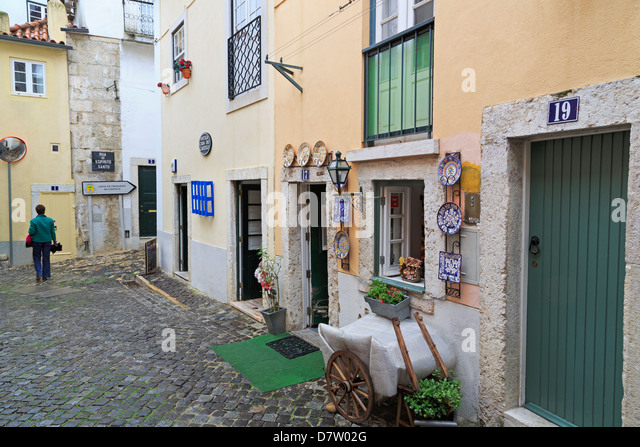 Store outside St. George's Castle, Castelo District, Lisbon, Portugal - Stock Image