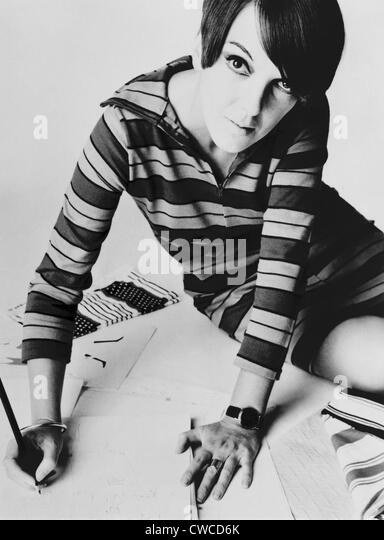 Mary Quant, British mod fashion designer. Her youthful clothing featured mini-skirts, tights, and bright colors - Stock-Bilder