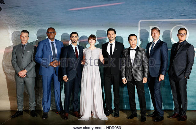 Members of the cast arrive at the European Premiere of Star Wars Rogue One at the Tate Modern in London, Britain - Stock-Bilder
