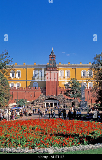 Moscow Russia Garden outside Kremlin wall tower - Stock Image