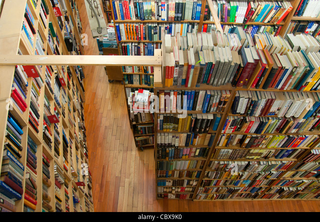 Bookshelves in Strand Bookstore on Broadway, Manhattan - Stock Image