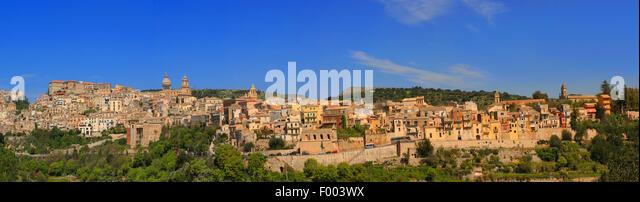 late-baroque historical town centre of mountain town Ragusa, Italy, Sicilia, Ragusa - Stock-Bilder
