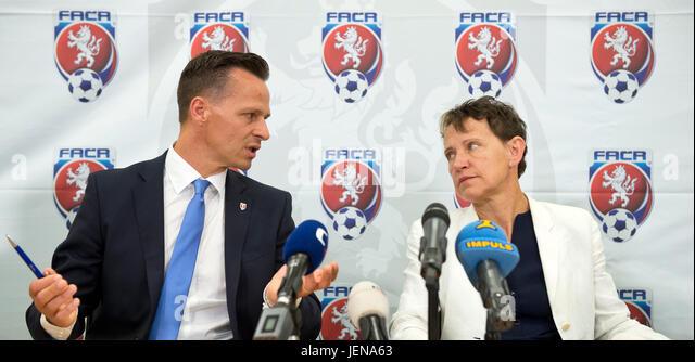 Prague, Czech Republic. 27th June, 2017. Secretary General of the FACR Rudolf Repka and Deputy of the UEFA Eva Pasquier - Stock-Bilder