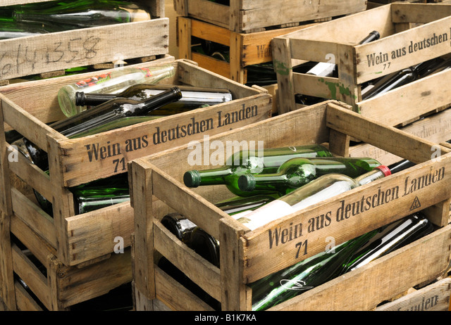 Besoffen stock photos besoffen stock images alamy for Empty wine crates