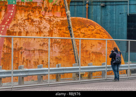 A photographer taking pictures of the bulk carrier ship Wigeon in Toronto Harbour, Canada - Stock Image