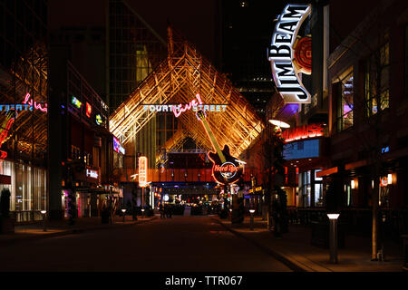 Fourth Street Live! a Louisville, Kentucky dining and entertainment destination on the famous Bourbon Trail. - Stock Image