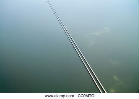 New Orleans Louisiana Lake Pontchartrain Causeway aerial view world's longest bridge perspective line length distance Stock Photo