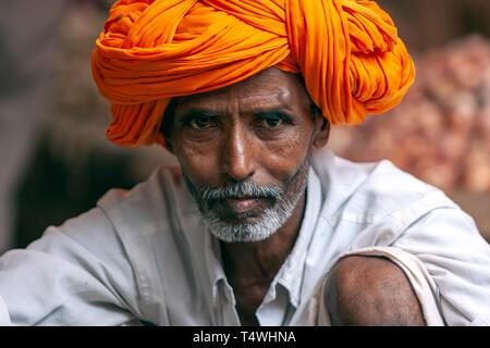 Portrait of a rajasthani beard man, with coloured turban,  in Sabzi Mandi,vegetable market, Bundi Market, Bundi,  Rajasthan state, India. - Stock Image