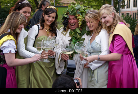 Herbert Graedtke as 'Bacchus' with wine queen and princesses at Radebeul Herbst und Weinfest, Sachsen, Saxony, - Stock Image