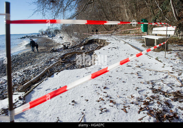 Sassnitz, Germany. 06th Jan, 2017. A collapsed path in Sassnitz, Germany, 06 January 2017. The aftermath of the - Stock-Bilder