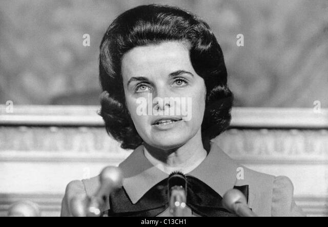 Dianne Feinstein, head of the San Francisco Board of Supervisors, announcing that she would run for mayor against - Stock Image