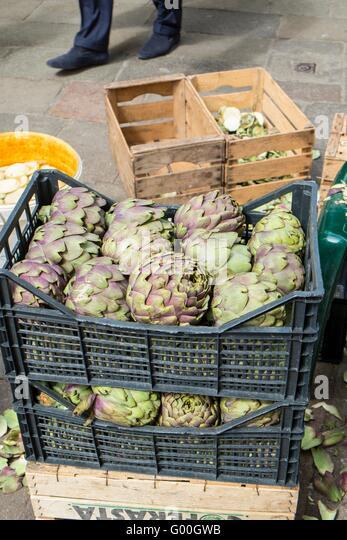 Globe artichokes for sale at the market at Campo Cesare Battisti, gia' Bella Vienna, Venice, Italy, April - Stock-Bilder