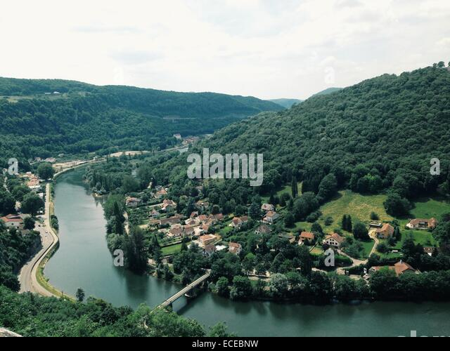 Aerial view of picturesque village along river, France - Stock-Bilder