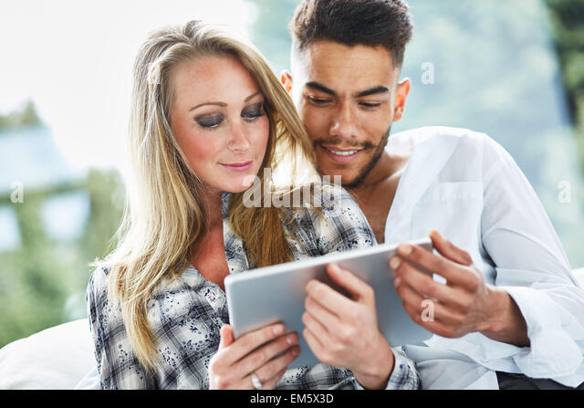 Couple looking at an iPad together - Stock-Bilder