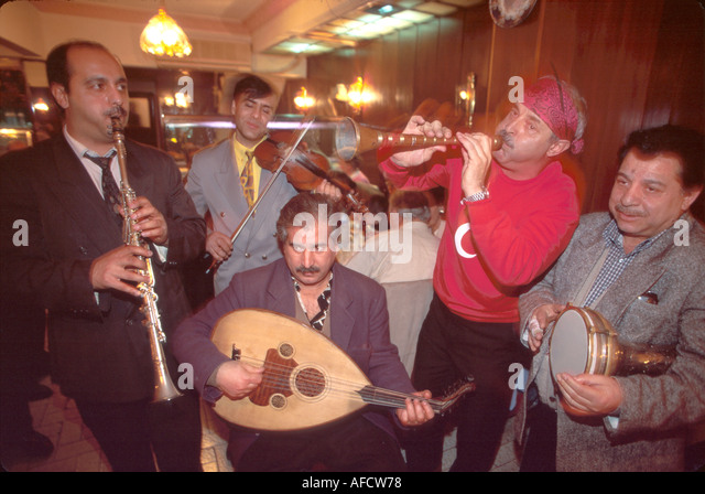 Turkey Istanbul Kumkapi Quarter Akvaryum Restaurant folkloric music gobek dancing - Stock Image