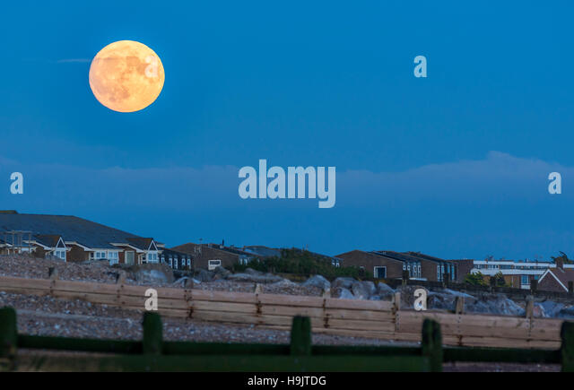 Supermoon over the south coast of the UK in November 2016. Full moon rising. - Stock Image