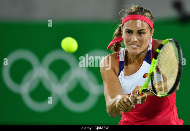Rio de Janeiro, Brazil. 13th Aug, 2016. Monica Puig of Puerto Rico returns the ball during her match against Angelique - Stock-Bilder