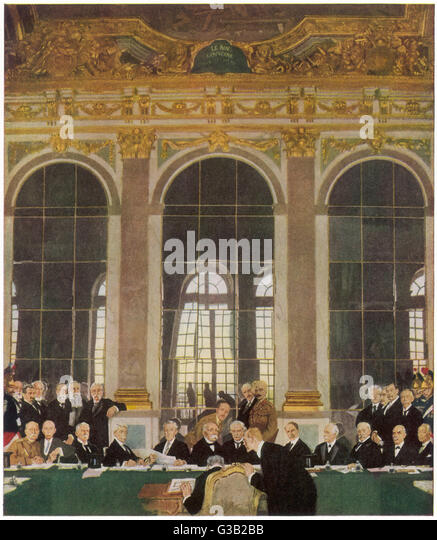 The peace treaty is signed in  the Palace of Versailles        Date: 28 June 1919 - Stock Image