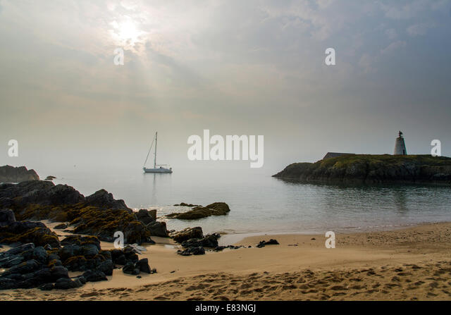 Sailing boat moored at dawn, Ynys Llanddwyn Island, Anglesey, North Wales, UK - Stock Image