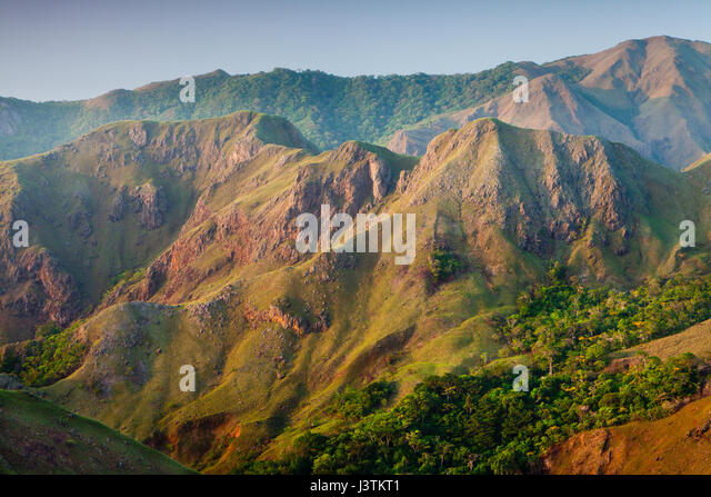 Mountain formations at sunrise in Altos de Campana National Park, Panama province, Pacific slope, Republic of Panama - Stock-Bilder