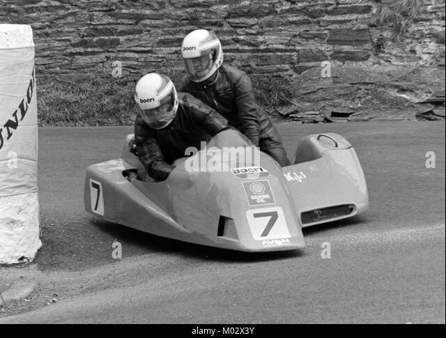 Derek Plummer and Brian Harris, Yamaha, sidecar race B,TT June 1988, Isle of Man - Stock Image