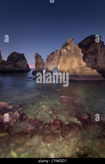Ponta da Piedade sea stacks and arches captured at dusk, Portugal. - Stock-Bilder