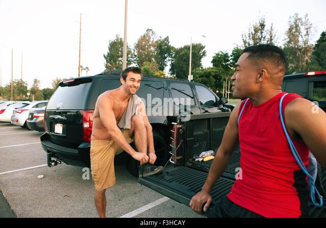 Two male friends getting ready for workout - Stock Image