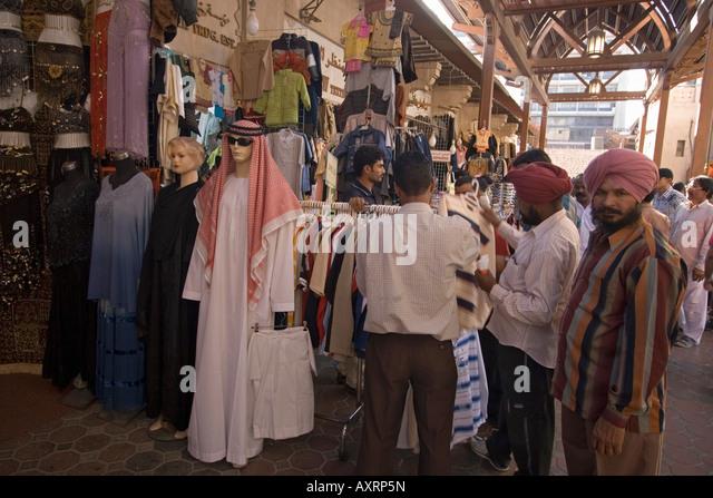 Dubaie Bur Dubai Corvered Souq indian men shopping textils - Stock Image