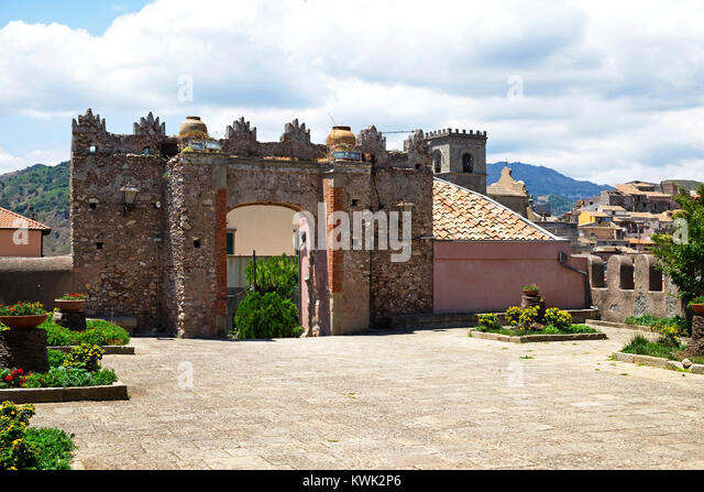 gates at chiesa ss. trinita in the mountain village of forza d'agro in sicily, italy. - Stock Image