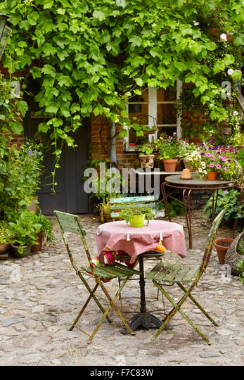 A table for two in a outdoor restaurant, Ribe Old Town, Denmark - Stock-Bilder