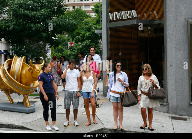 People on Rua Oscar Freire street, Sao Paulo, Brazil. - Stock Image