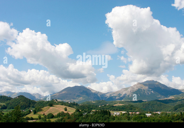 Wide skies over Le Marche in Italy - Stock Image