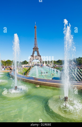Eiffel Tower and the Trocadero Fountains, Paris, France, Europe - Stock Image