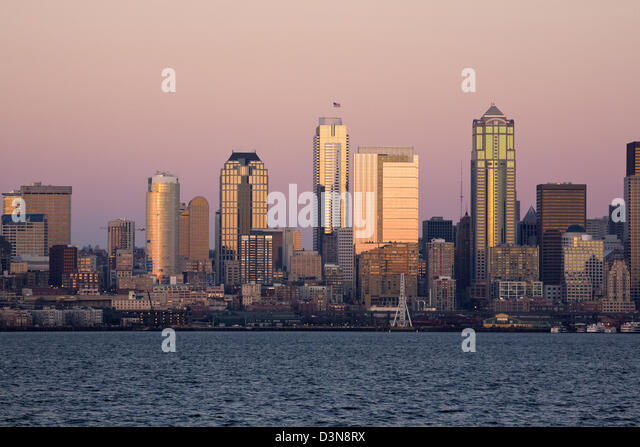 WASHINGTON - The highrises of downtown Seattle and the waterfront, including the Great Wheel, on Elliot Bay from - Stock Image