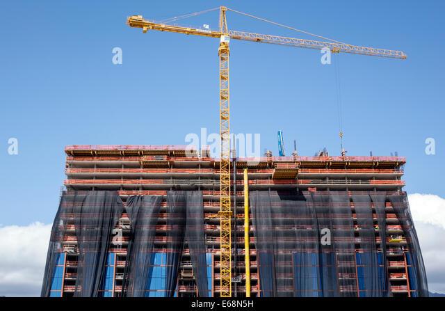 Hawaii Hawaiian Honolulu Ala Moana Center mall office building construction site crane economic development - Stock Image