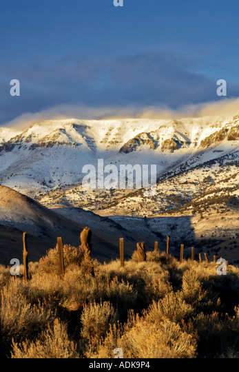 Sunrise on the Steens Mountain with fresh snow and fence Oregon - Stock Image
