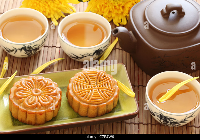 mooncake and tea for Chinese mid autumn festival - Stock Image