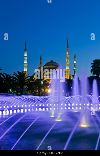 Fountain and Blue Mosque, Istanbul, Turkey - Stock Image