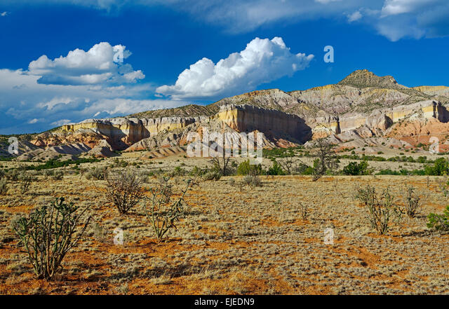Desert landscape in New Mexico near Ghost Ranch and the town of Abiquiu. - Stock Image