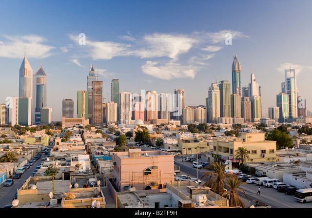 United Arab Emirates, Dubai, elevated view of the new Dubai skyline of modern architecture and skyscrapers on Sheikh - Stock-Bilder