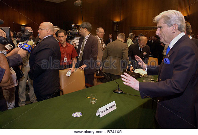 6 25 04 TRANSITION TO SOVEREIGNTY IN IRAQ Chairman John W Warner R Va decides not to cut in to shake hands seeing - Stock Image